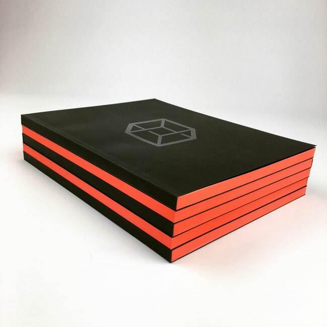 orange fluo print catalogue couleur sur tranche luxe